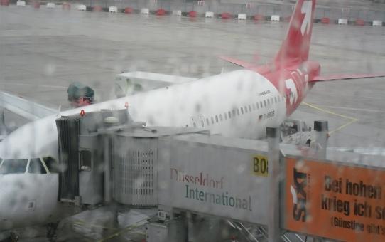 Flug verspätet wegen Gewitter am Zielflughafen. Trotzdem Ausgleichszahlung für Fluggast von der Airline
