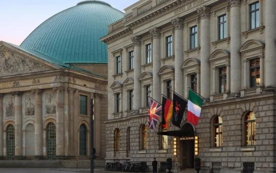 """Ausstellung """"Karl Lagerfeld in Berlin"""""""
